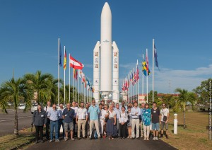Séminaire REVA, devant la maquette Ariane 5